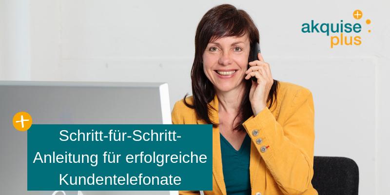 Christina Bodendieck telefoniert mit Kunden